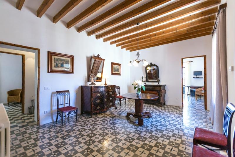 Finca Caballeria auf Mallorca für 16 Personen mieten