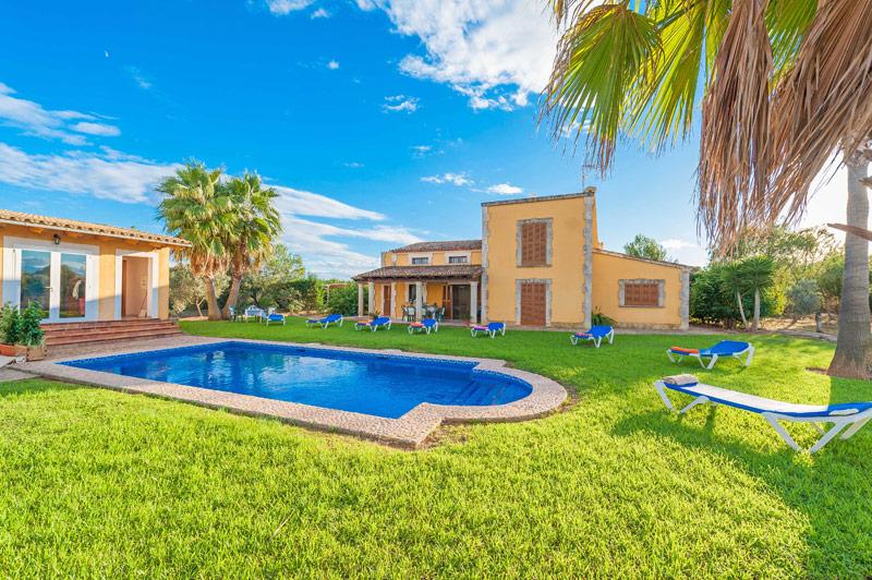 Finca Cosima auf Mallorca mit Pool und Sommerküche