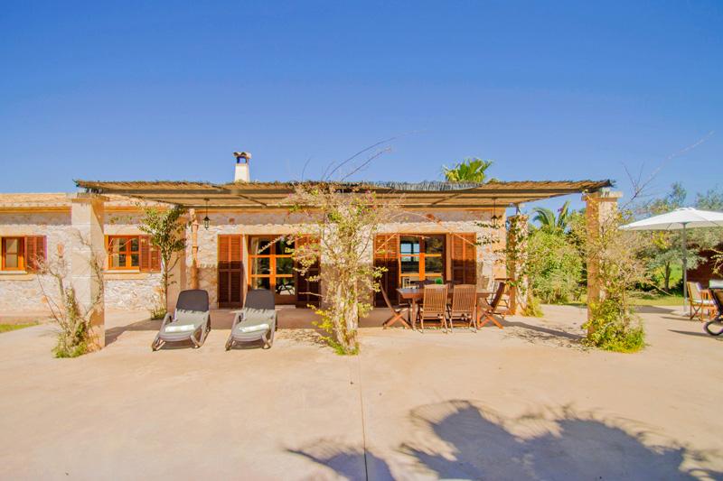 Ferienhaus Felanitx Garten und Terrassenansicht