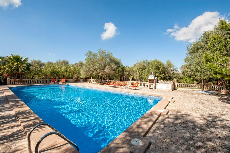 Finca Flor de Pasqua auf Mallorca mit Pool von privat