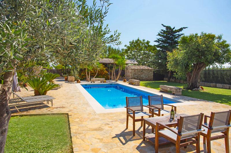 Die Finca Liegt Ca. 4 Km Von Sa Pobla Und Ca. 8 Km Von Puerto De Alcudia Im  Norden Von Mallorca. Das Haus Bietet Eine Stilvolle Und Moderne Einrichtung,  ...