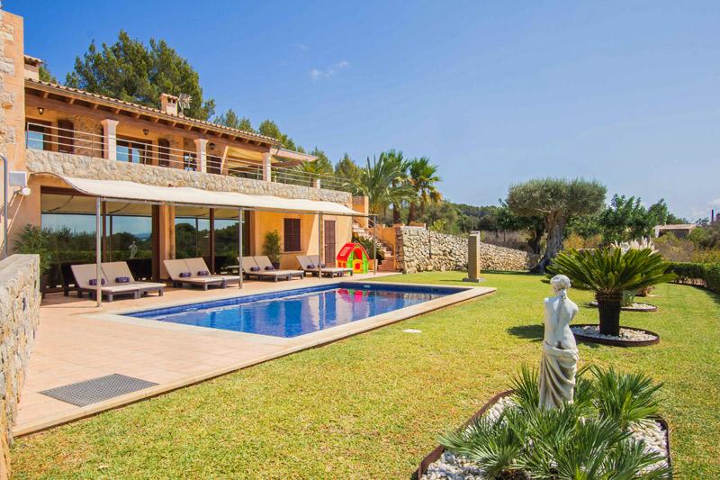 Finca Milonga auf Mallorca mit Pool und Sommerküche
