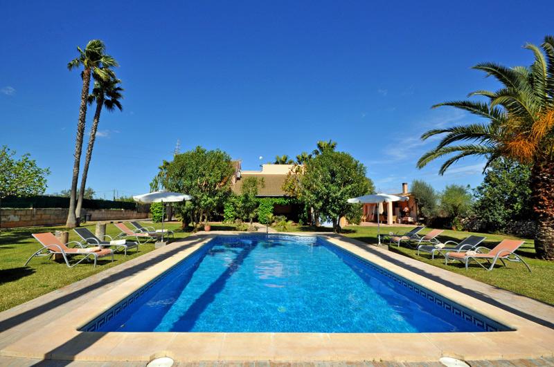 Sommerküche Ausstattung : Finca minerva auf mallorca mit pool und sommerküche