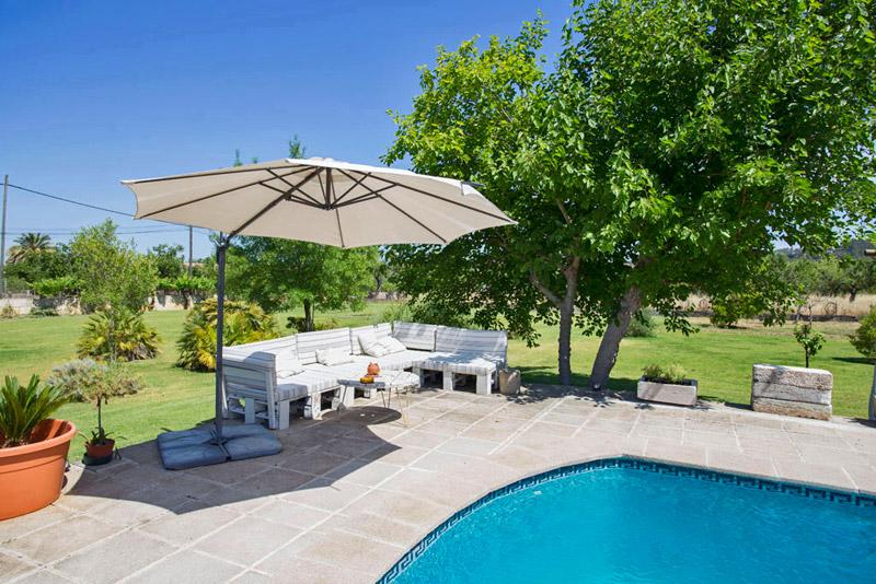 Ferienhaus mondello auf mallorca mit pool und grill for Garten pool 4m