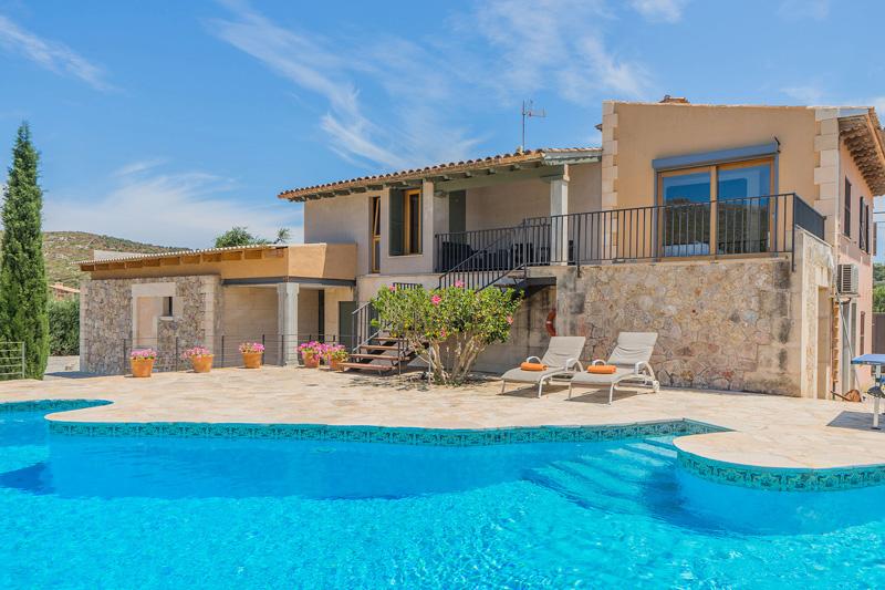 Finca Pancho auf Mallorca mit Pool und Sommerküche