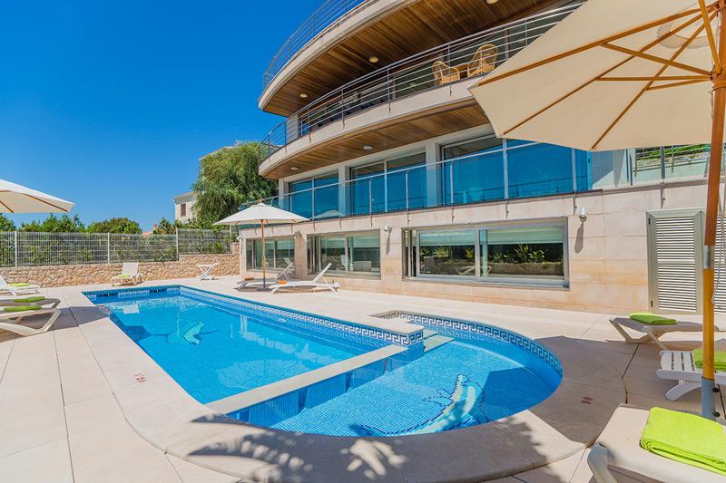 villa renella auf mallorca mit pool und jacuzzi mieten. Black Bedroom Furniture Sets. Home Design Ideas