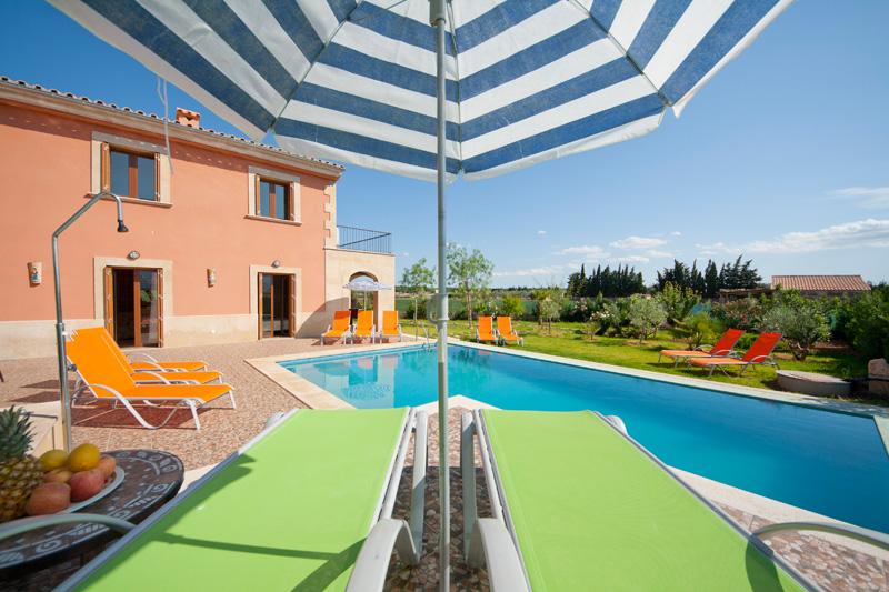 finca rosello auf mallorca mit pool mieten las islas reisen. Black Bedroom Furniture Sets. Home Design Ideas