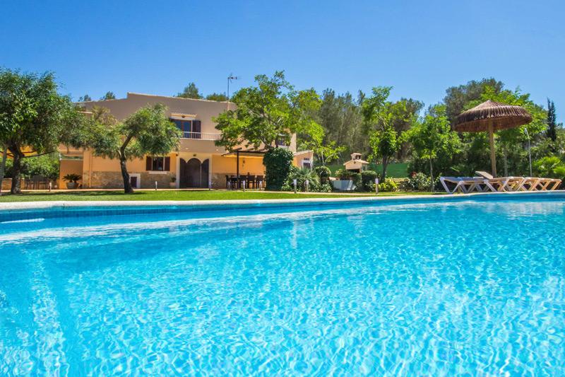 finca suelita bei can picafort auf mallorca mit pool. Black Bedroom Furniture Sets. Home Design Ideas