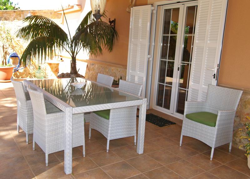 Das Haus Verfügt Auf Einer Wohnfläche Von Etwa 120 Qm über 3 Schlafzimmer,  Ein Wohn Esszimmer Mit Integrierter Küche Und 2 Badezimmer.