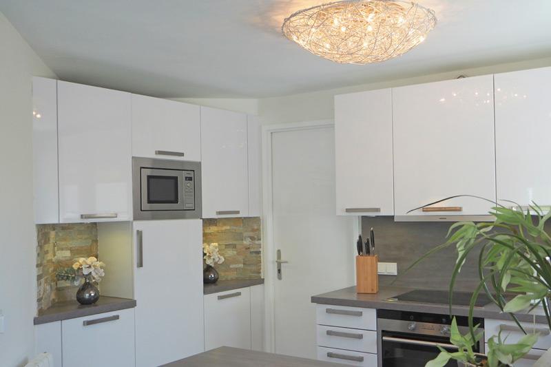 ferienhaus ticia auf mallorca mit pool modern eingerichtet. Black Bedroom Furniture Sets. Home Design Ideas