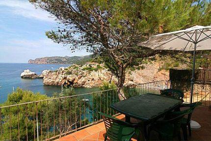 mallorca ferienhaus ferienwohnung mit meerblick am strand meer. Black Bedroom Furniture Sets. Home Design Ideas
