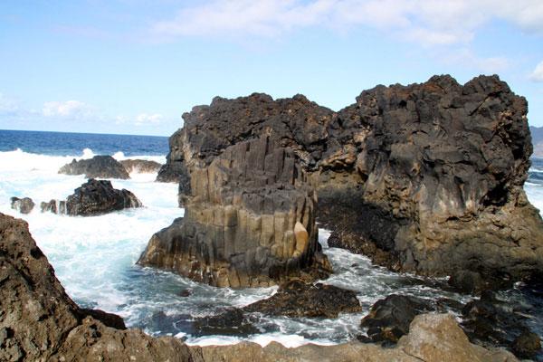 Felsen im Meer bei Charco Azul