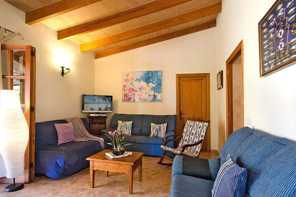 ferienhaus chalin mallorca mit pool und billardtisch. Black Bedroom Furniture Sets. Home Design Ideas