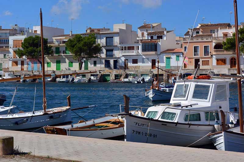 Ort und Hafen Porto Colom