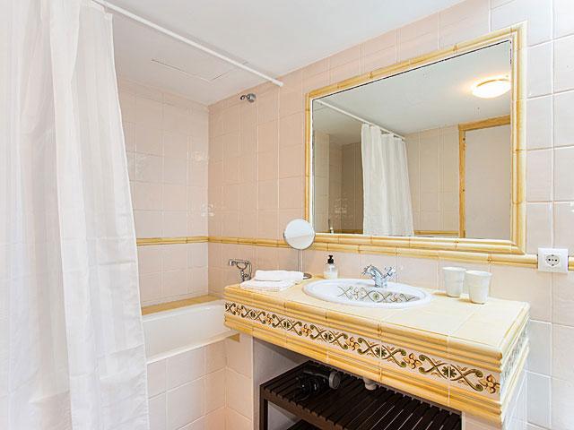 villa bordeaux bei cala millor auf mallorca mit pool. Black Bedroom Furniture Sets. Home Design Ideas