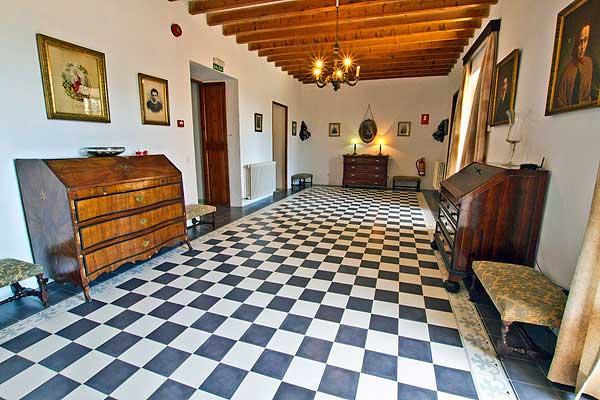 Finca caballeria auf mallorca f r 16 personen mieten for Wohnzimmer 40 qm