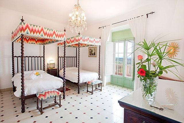finca residenzia auf mallorca f r 22 personen mieten. Black Bedroom Furniture Sets. Home Design Ideas