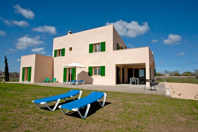 finca rio blanco auf mallorca mit pool modern eingerichtet. Black Bedroom Furniture Sets. Home Design Ideas