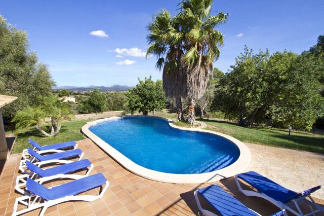Finca tabira auf mallorca mit pool von privat mieten for Ovaler pool garten