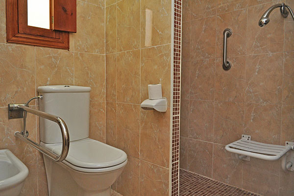Badezimmer regal über toilette ~ Die komfortablen Badezimmer ...