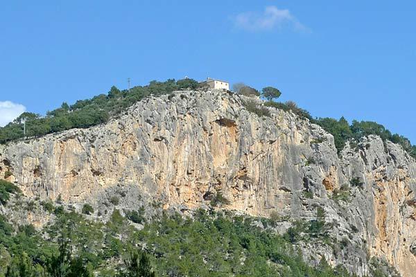 Blick auf das Castell d Alaro