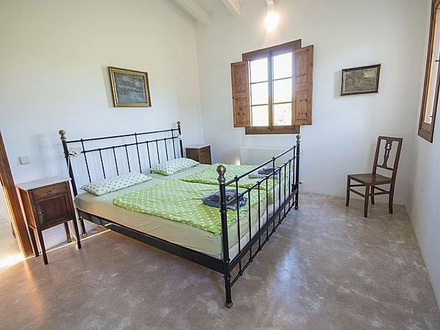Die 3 Bäder Des Hauses, Wovon Sich Eines Im Erdgeschoss Befindet, Sind Geschmackvoll  Dekoriert Und Modern Eingerichtet. Eines Der Badezimmer Ist Mit Einer ...