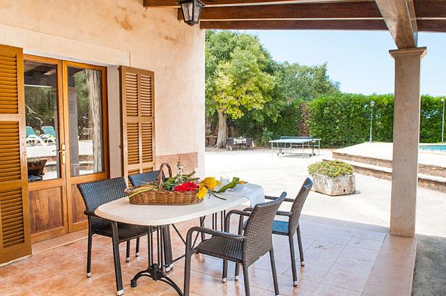 Ferienhaus Cas Concos möblierte Terrasse