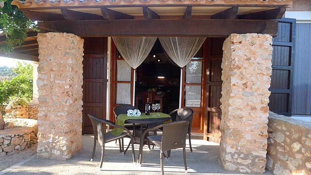 Finca Manacor überdachte Terrasse