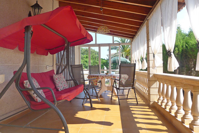 Ferienhaus Sa Coma überdachte Terrasse