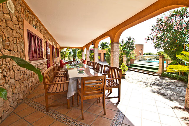 Finca Selva überdachte Terrasse
