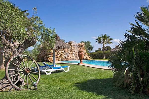 villa remonia auf mallorca mit pool und spielplatz. Black Bedroom Furniture Sets. Home Design Ideas