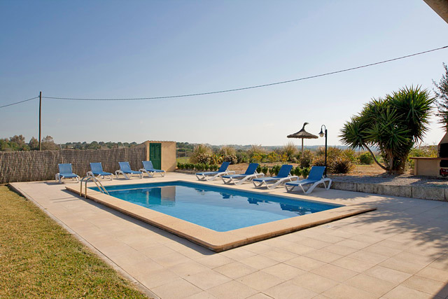 Finca Can Picafort / Playa Muro Poolterrasse