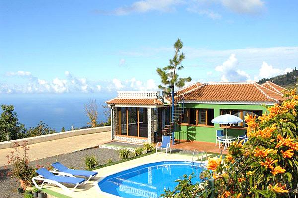 ferienhaus corona bei tijarafe auf la palma mit pool. Black Bedroom Furniture Sets. Home Design Ideas