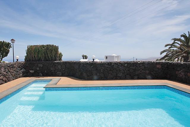 Ferienhaus La Asomada Poolterrasse mit Meerblick