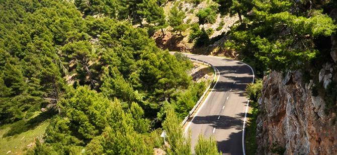 Straße im Westen Mallorcas