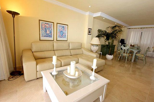 Ferienwohnung laurita puerto de santiago auf teneriffa for Eingerichtete wohnzimmer modern
